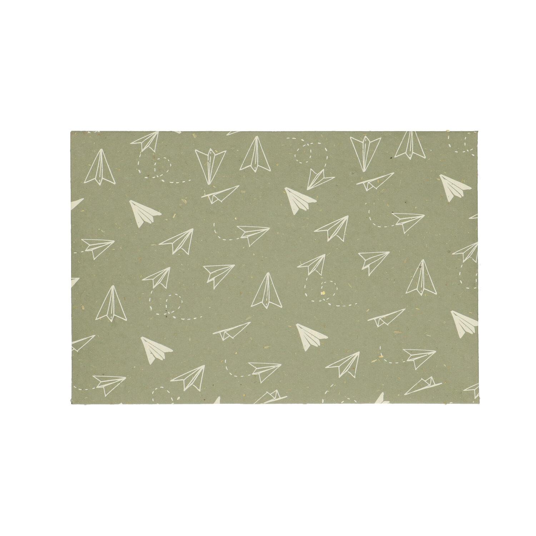 Envelop dungpapier groen met vliegtuigmotief 24 x 16 cm