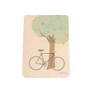 Carte, vélo contre un arbre