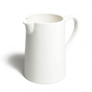 Kan, porselein, hoogte 14 cm